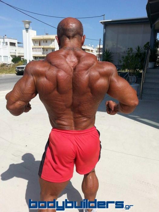 Michael Kefalianos pochi giorni prima dell'Arnold Classic Europe 2014 posa di schiena