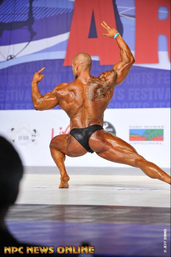 Andrea Presti IFBB ITALY ATLETE sul palco dell'Arnold Classic Ohio Amateur 2017 categoria over 100 kg bodybuilding