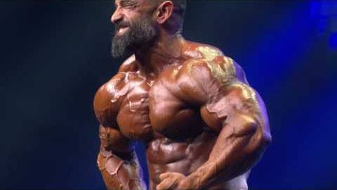 guy cisternino sul palco dell'Arnold Classic Ohio 2017 nella posa di most muscular