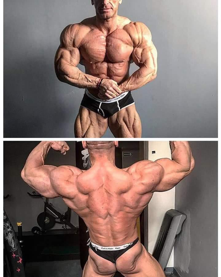 MAREK OLEJNICZAK posa in palestra a pochi giorni dal New York PRO IFBB 2017 posa di most muscular e doppi bicipiti di schiena