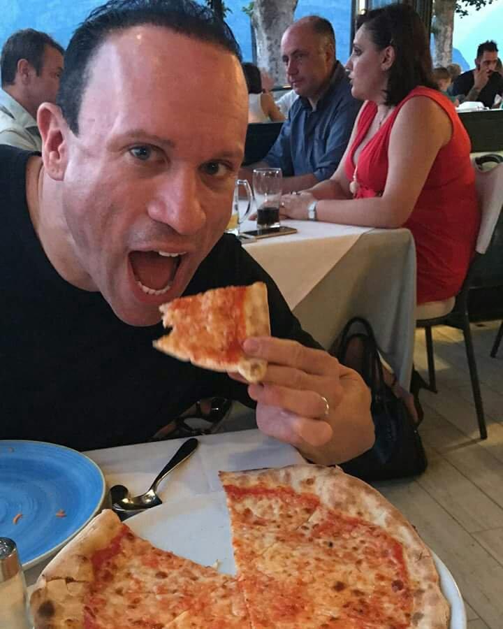 dave-palumbo-mangia-la-pizza