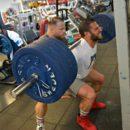 david hoffman allena le gambe con lo squat pesante
