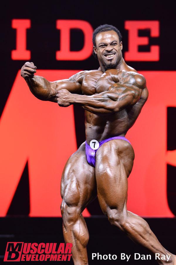 william bonac posa sul palco del mister olympia