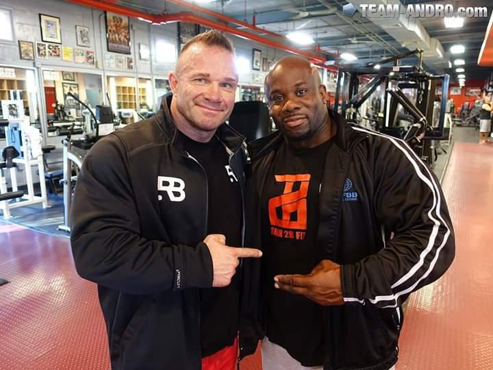 ronnie rockel insieme a Kevin english nella palestra bev's francis powerhouse gym