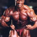 shawn ray pro ifbb esegue la posa di most muscular