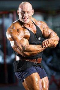 Robert Burneika posa di most muscular