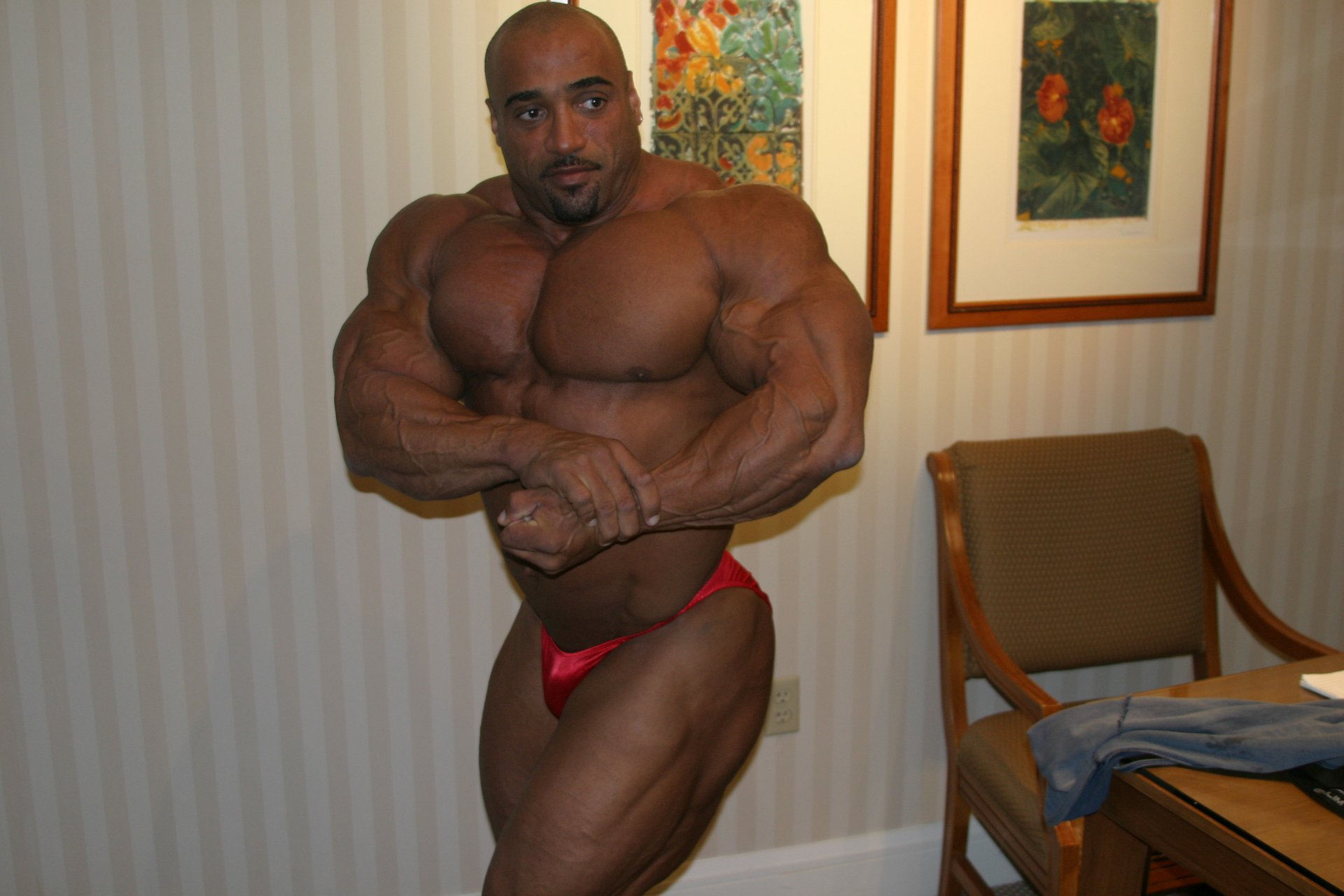 Dennis-James-2004-mr-olympia