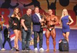 Mens-Bodybuildinig-Overall-Winner-Mikhail-Volinkin-504-with-Arnold-Schwarzenegger-and-Rich-Gaspari