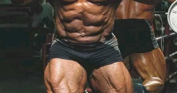 jay cutler mr olympia allena le gambe in palestra