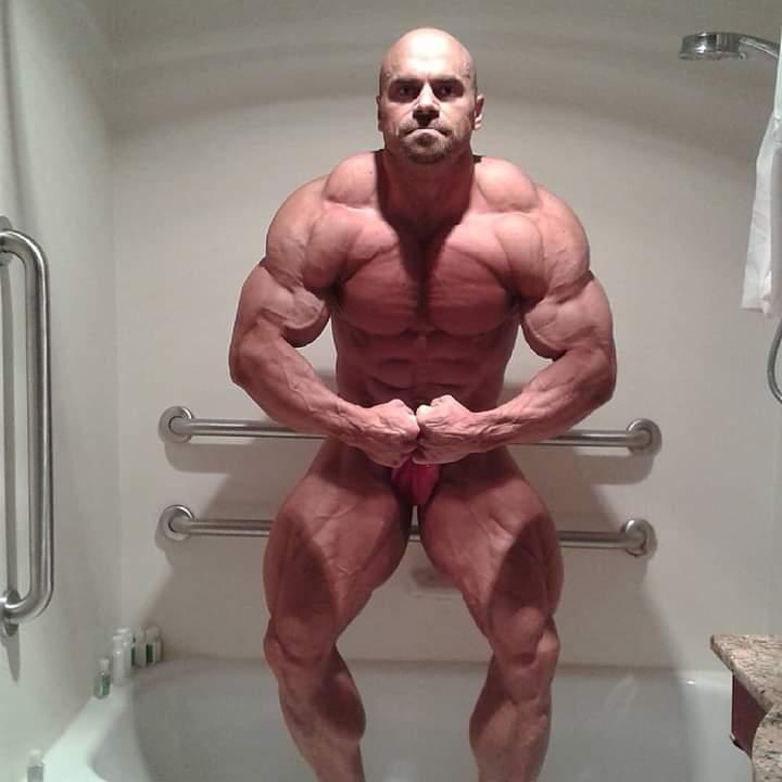 la posa di most muscular di LUKAS OSLADIL pro ifbb