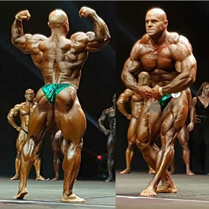 lukas osladil pro ifbb sul palco di gara posa di schiena e del più muscoloso