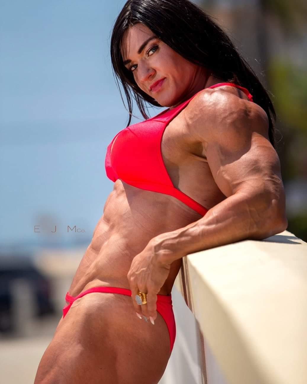 helle trevino pro ifbb in spiaggia