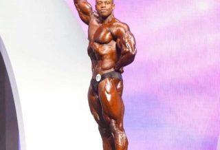 Breon Ansley pro ifbb sul palco del mister olympia durante la posing routine