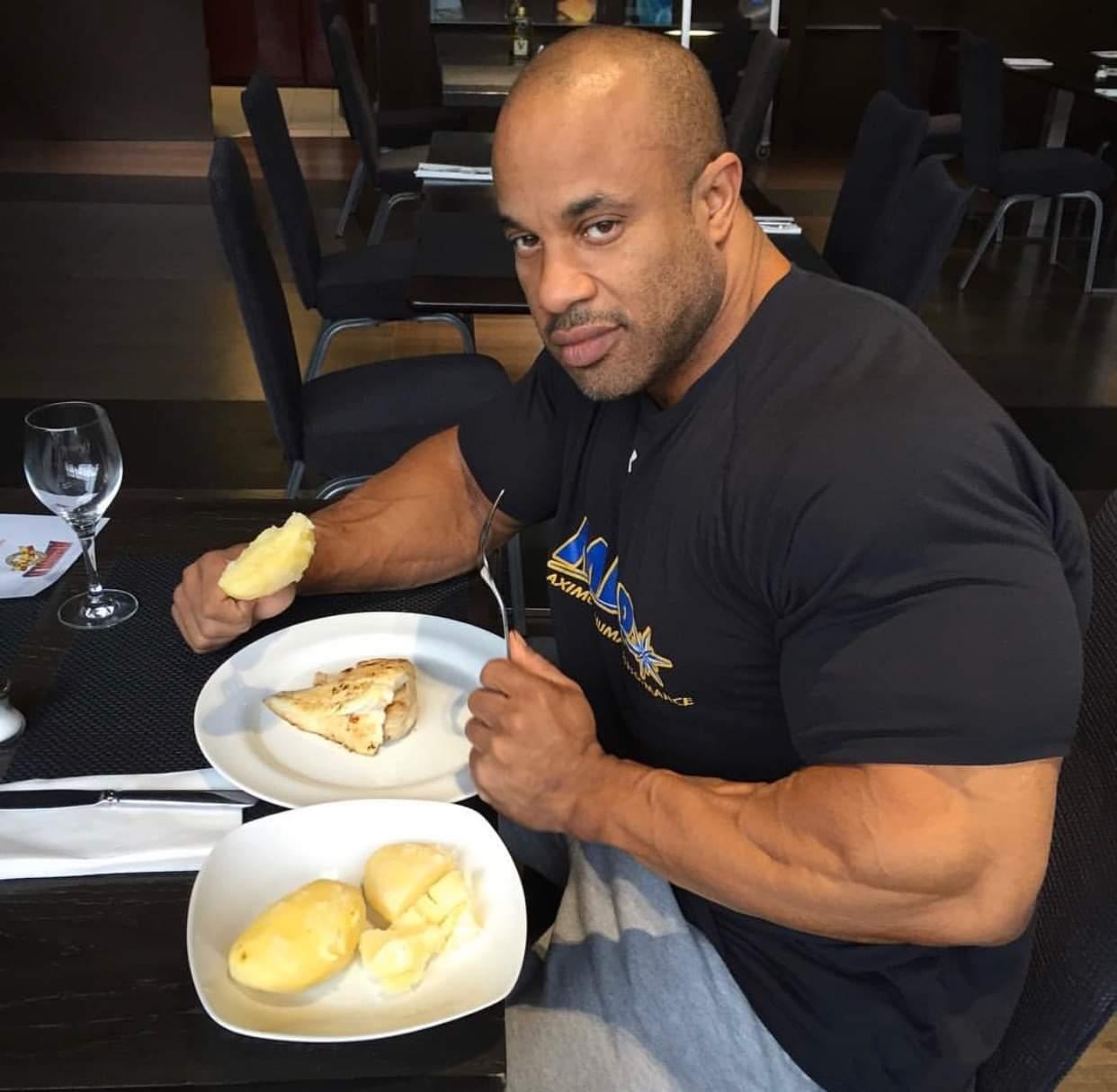 victor martinez pro ifbb e la sua tipica colazione