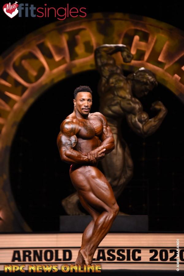 Patrick Moore pro ifbb sul palco dell'Arnold Classic Ohio 2020