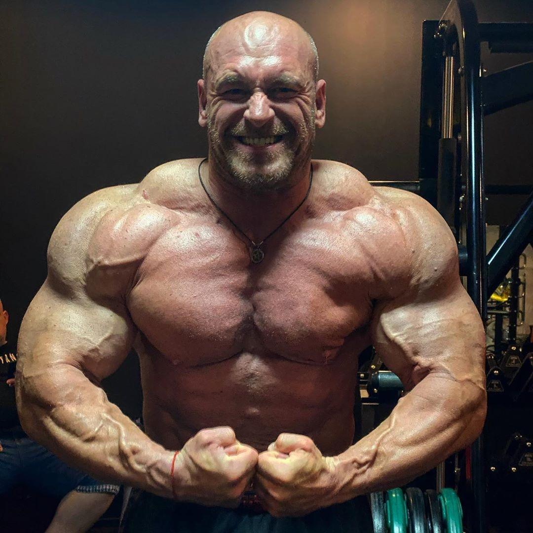 MAREK OLEJNICAZK PRO IFBB di giugno 2020 posa del più muscoloso