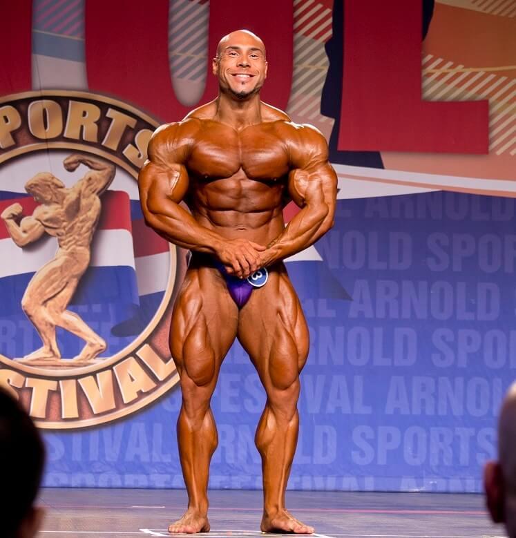 Samir Troudi pro ifbb sul palco dell'Arnold Classic Ohio