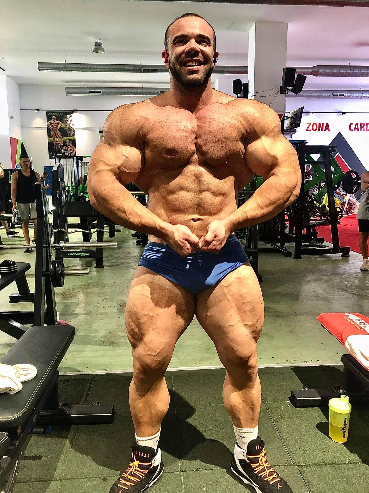 Gregory Bellot IFBB ELITE PRO di luglio 2020 most muscular pose