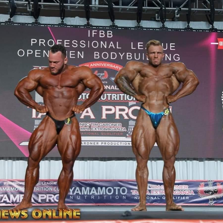 hunter labrada Vs Ian Valliere sul palco del Tampa PRO IFBB posa apertura dorsali frontali