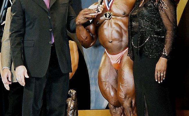 On Stage At 2001 Arnolds Classic ronnie coleman ringrazia sua madre