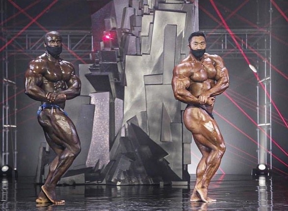 2020 MONSTERZYM PRO IFBB Lee Seung Chul VS Sansone Dauda side chest pose