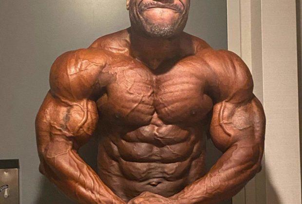 Maxx Charles pro ifbb a poche ore prima del pregara del 2020 NEW YORK PRO IFBB posa del più muscoloso