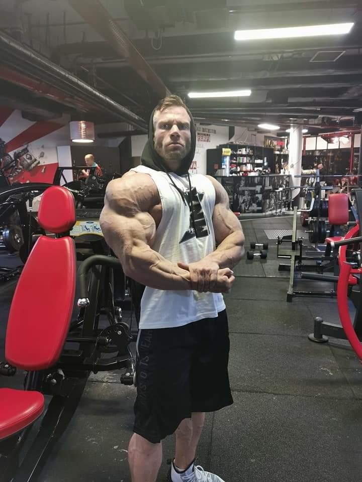side chest di peter monlar in preparazione per il 2020 romania muscle fest ifbb pro qualifier