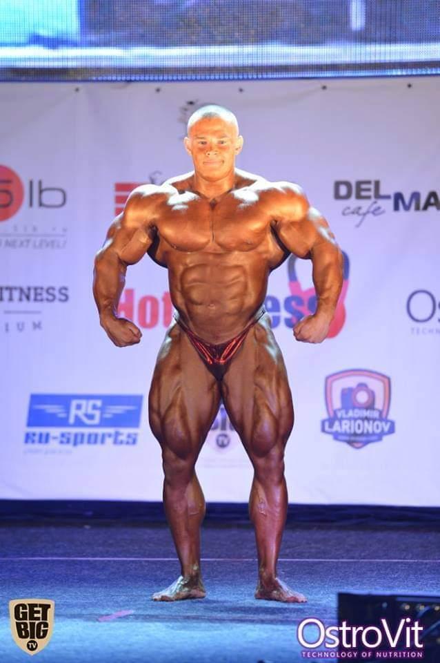 alexey lesukov sul palco della gara pro ifbb