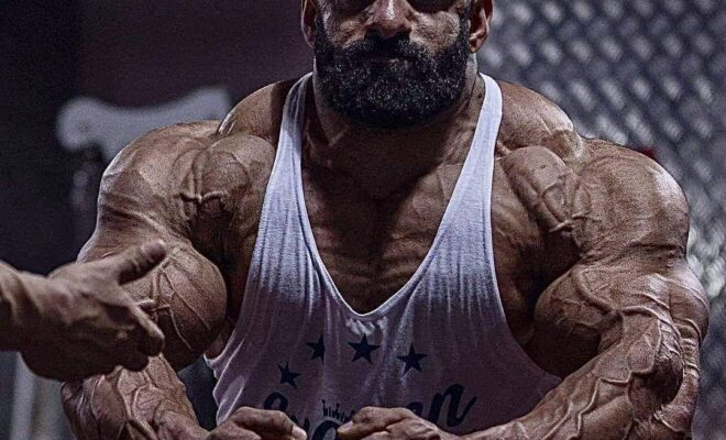 hadi choopan esegue la posa di most muscular in vista del mister olympia 2020