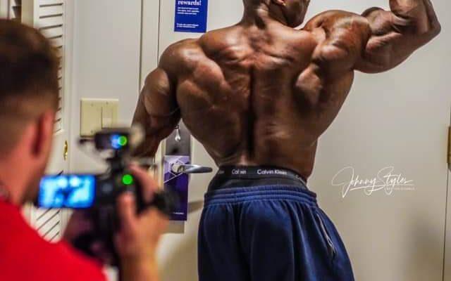 la schiena di george peterson 1 giorno prima della gara di mister olympia 2020