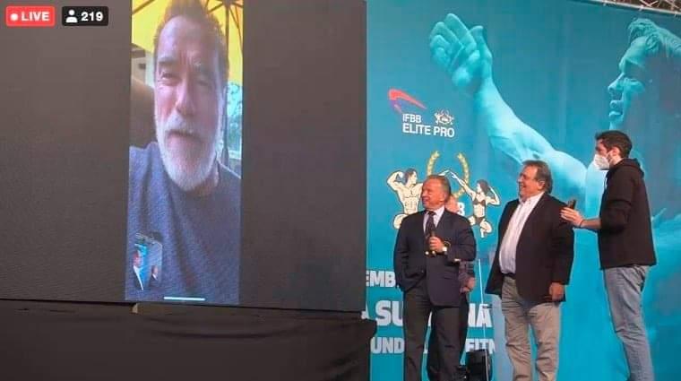 arnold in diretta streaming parla con i delegati della IFBB