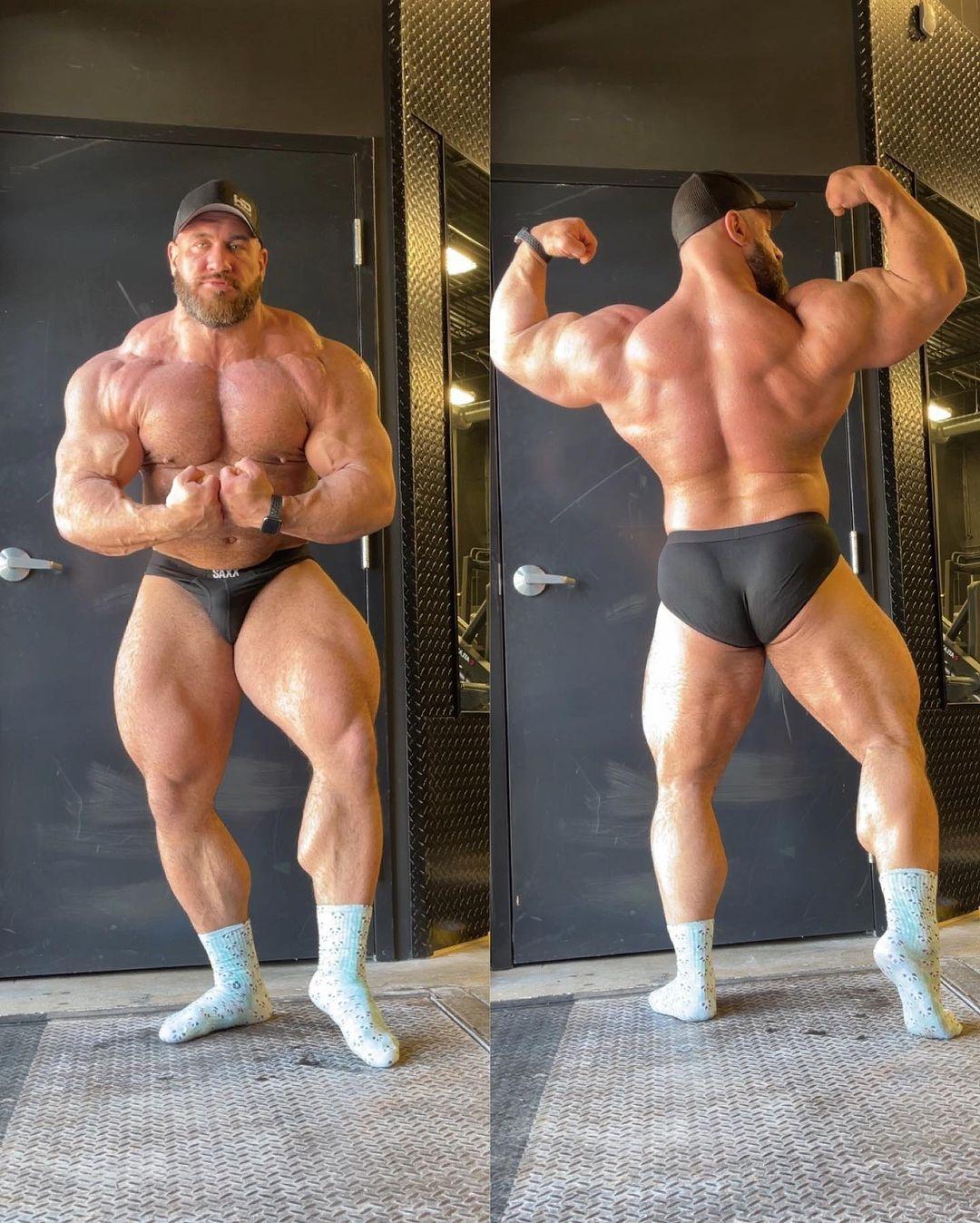 Antonie Vaillant pro ifbb di aprile 2021 a 140 kg posa di doppi bicipiti di schiena