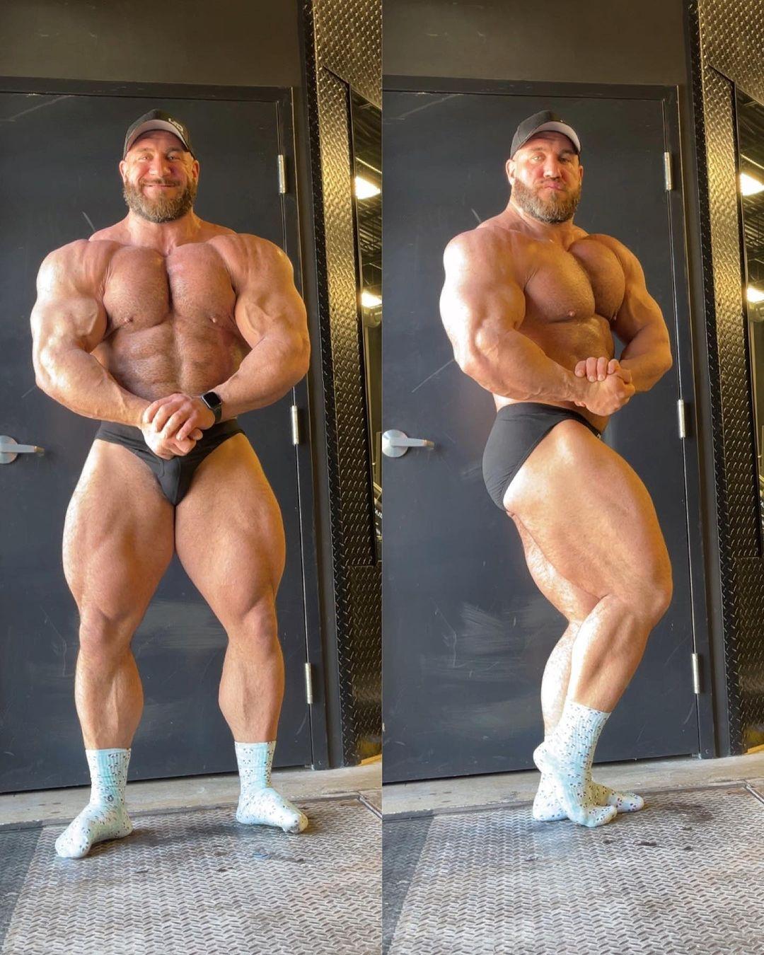 Antonie Vaillant pro ifbb di aprile 2021 a 140 kg posa di side chest