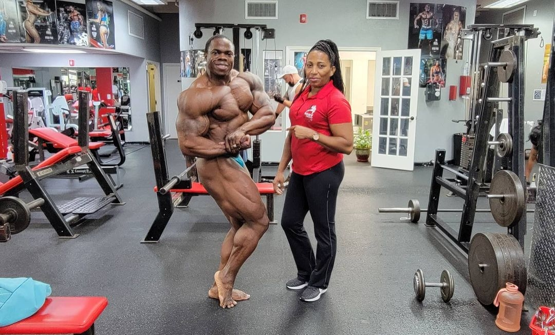 DWAYNE WALKER road to indy pro ifbb 2021 7 days out posa di side chest