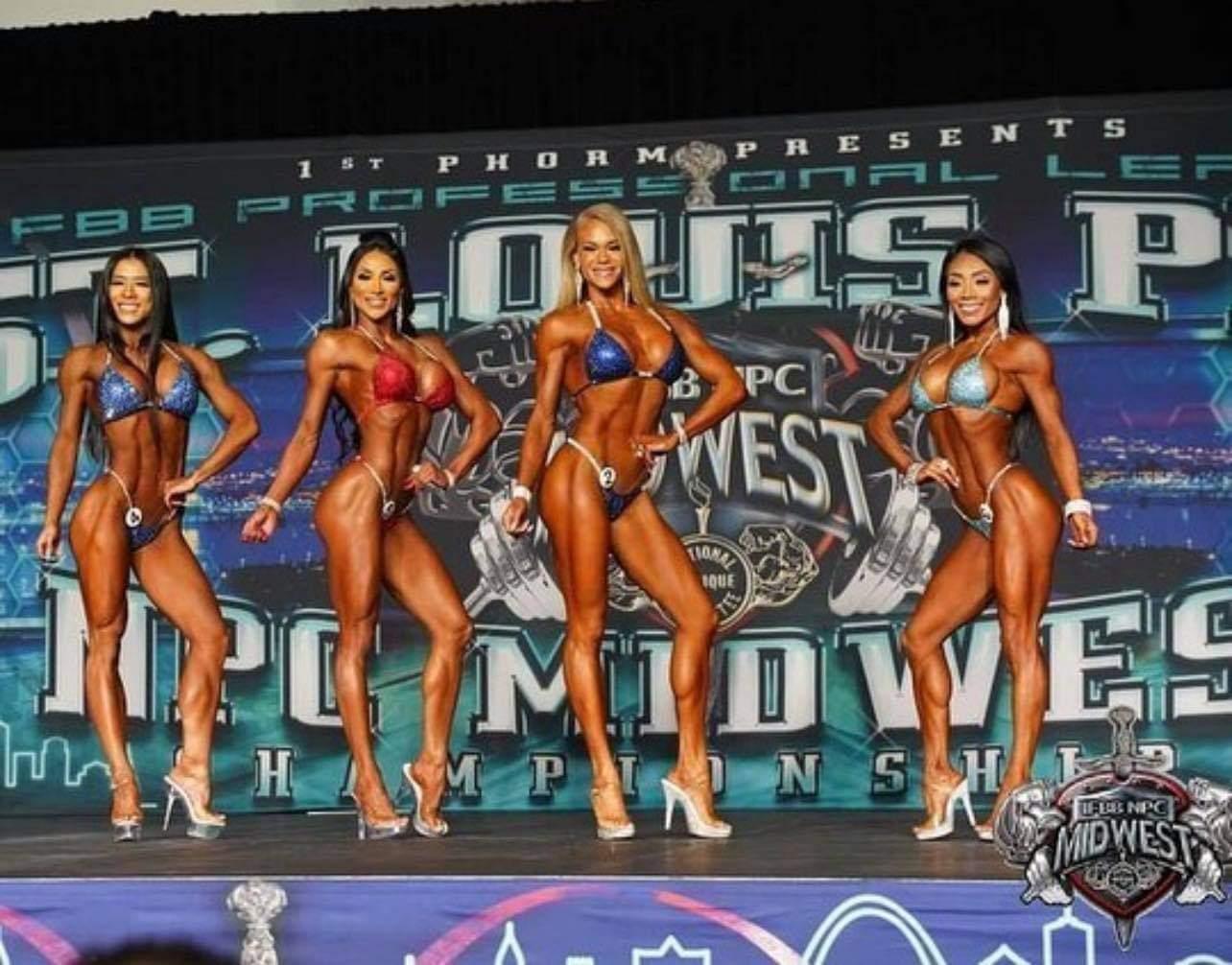 alessia facchin sul palco del Sant. Louis PRO IFBB bikini