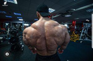 la schiena di Andrea Muzi agosto 2021 foto by giorgio mesghetz