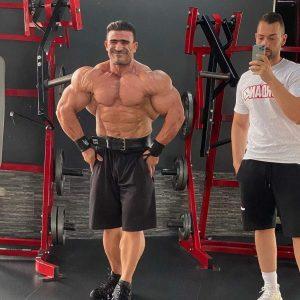 posa del più muscoloso per Kamal Elgargni in palestra agosto 2021